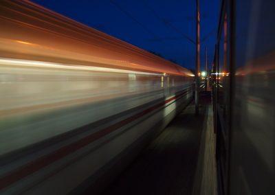 Vlak u noći 986 KB